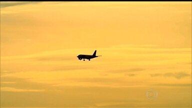Pilotos e copilotos reclamam de rotinas de trabalho no tráfego aéreo - No Brasil, as jornadas de trabalho dos pilotos e copilotos têm produzido queixas. Eles próprios decidiram registrar o motivo.