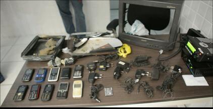 Polícia apreende TV usada para transportar celulares até presidiários em João Pessoa - O homem que levava a encomenda foi detido.