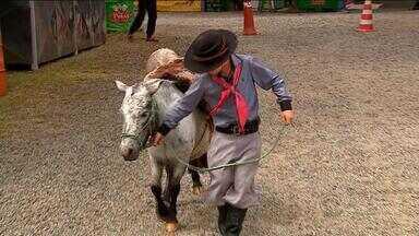 Tradicionalistas participam de Rodeio Nacional de Porto Alegre - Encontro une a paixão pela cultura e o amor pelos animais.