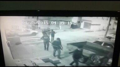 Fim de semana é violento na favela da Mangueira no Rio - Quatro suspeitos morreram num confronto com a polícia. Dois PMs ficaram feridos. A Polícia Militar disse que reforçou o patrulhamento no local.