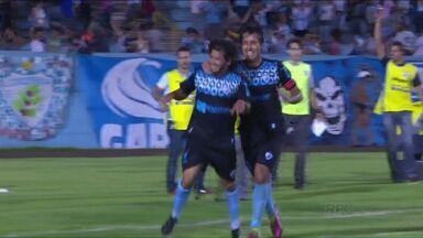 Arthur se redime e volta a brilhar no Londrina - Com o gol marcado contra o Atlético-PR, o atacante encerra jejum e recupera confiança para o mata-mata