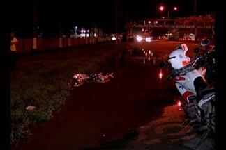 Mulher morreu vítima de atropelamento na avenida Augusto Montenegro, em Belém - Ela teria tentado se afastar de uma área alagada na calçada. O motorista do veículo fugiu do local do acidente.