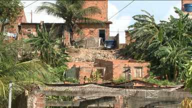 Moradores de bairro de São Luís temem o deslizamento - No Coroadinho, em São Luís, onde uma adolescente morreu ano passado por causa do deslizamento de uma barreira, moradores convivem com o medo por causa das chuvas.