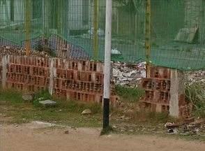 Moradores esperam por contrução de campinho de futebol no Bairro Agamenon, em Caruaru - Medida melhoraria a infraestrutura do local.