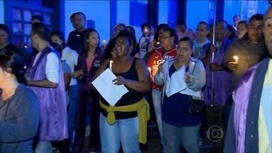 Moradores de Sabará (MG) acordam ao som das matracas - As matracas acordaram os moradores na madrugada desta sexta-feira (3), chamando para a procissão que simboliza os passos de Jesus para o calvário.