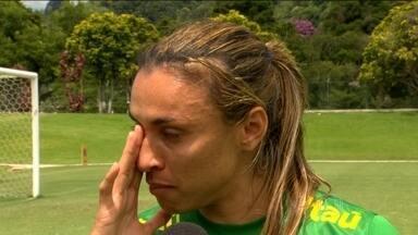 Seleção feminina treina na Granja Comary e Marta desabafa:'' Buscamos a sobrevivência'' - Atletas treinam para a Copa do Mundo no Canadá e lutam para que o futebol feminino não caia no esquecimento.