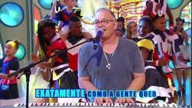 Guilherme Arantes canta 'Deixa chover' - Cantor ainda bate papo com Regina Casé