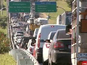 Capital e São José correm risco de perder verba federal destinada à mobilidade urbana - Florianópolis e São José correm risco de perder verba federal destinada à mobilidade urbana; Superintendente da Região Metropolitana da capital comenta o assunto no estúdio do JA.