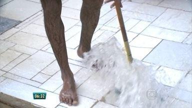 Chuva forte pega muita gente de surpresa em Petrolina - Água invadiu casas em vários bairros.