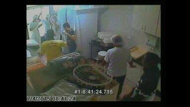 Bandidos assaltam escritório de um restaurante na Asa Sul - O crime aconteceu no dia do pagamento dos empregados. Um dos ladrões fingiu ser funcionário do Detran para entrar na loja.