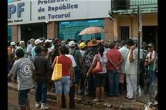 Pessoas que tiveram casas desapropriadas participaram de uma reunião em Tucuruí - Cerca de cem pessoas no entorno da hidrelétrica de Tucuruí participaram de uma reunião entre representantes da Eletronorte e Ministério Público Federal.
