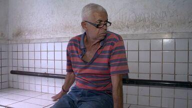 Idoso é preso no ES por aplicar golpe em empresário - Ele afirmou que iria receber R$ 150 caso conseguisse dar o golpe.Homem dizia que era fiscal da Alfândega, da Receita Federal.