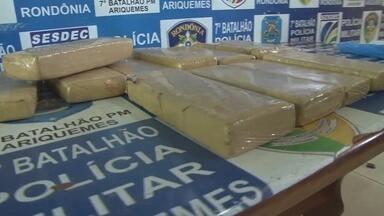 PM de Alto Paraíso apreendeu cerca de 12 quilos de maconha em moto - Denúncia anônima levou os policiais até o suspeito.