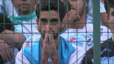 Londrina reverte vantagem e despacha o Maringá do Paranaense - Na reedição da final do ano passado, o Tubarão venceu outra vez na decisão por pênaltis