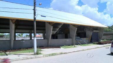 Quadra de esportes inacabada deixa moradores do povoado de Massagueira apreensivos - Obra seria destinada a estudantes, e foi iniciada a quase dois anos.