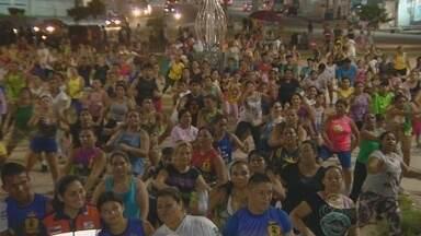 Grupo de dança se mobiliza para arrecadar alimentos para afetados pela cheia no AM - Ação é realizada no bairro Jorge Teixeira.