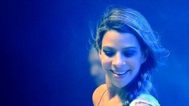A cantora Fabrícia mostra novidade neste sábado (11) - Ela está mudando tudo!