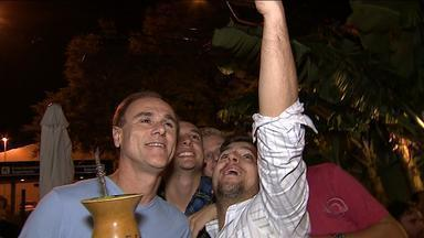 Confira o Chimarrão do Brito desta sexta-feira (10) - O chimarrão da semana é na noite de Porto Alegre.