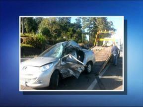 Morre mulher de 40 anos que se envolveu em acidente na ERS-122 - O acidente foi na rua São Gotardo às sete da manhã.