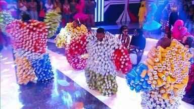 Bloco da Latinha invade o Esquenta! com muito barulho e beleza - Integrantes são de Madre de Deus, no Recôncavo Baiano
