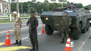 Exército faz treinamento em ruas da Zona Oeste - As tropas estão se preparando para uma missão da ONU no Haiti. Ao todo são 850 militares brasileiros envolvidos nessa missão.