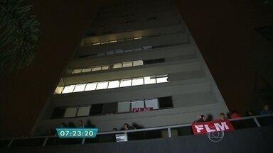 Movimentos por moradia ocupam imóveis em São Paulo - Ao menos nove imóveis foram ocupados por movimentos ligados à moradia na madrugada de segunda-feira (13), de acordo com a Polícia Militar (PM). Já o movimento Frente de Luta por Moradia (FLM) afirma que, no total, 16 imóveis foram ocupados em toda a cidade.