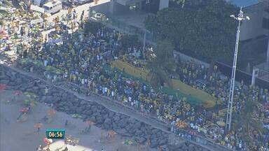 Manifestação em Boa Viagem protesta contra a corrupção e o Governo Federal - Em 24 estados do Brasil e no Distrito Federal, houve protestos semelhantes.