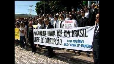 Manifestantes vão às ruas contra a presidente Dilma Rousseff no interior de Goiás - Atos foram registrados em Anápolis, Rio Verde, Jataí e Catalão.