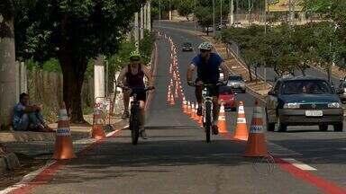 Ciclistas passam a ter exclusividade em avenida de Cuiabá - No primeiro domingo de funcionamento da ciclofaixa, diversos ciclistas aproveitaram o espaço reservado para pedalar. Alguns já relataram problemas.