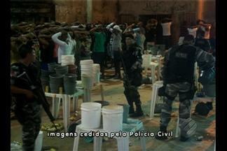 Operação das Polícias Civil e Militar apreende 80 pessoas em festa de aparelhagem em Belém - Segundo a polícia, entre os detidos, 10 eram presidiários e alguns usavam tornozeleiras e não poderiam estar no local. Drogas também foram apreendidas.