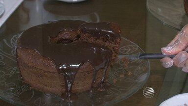 Aprenda a fazer um bolo de café - Receita é muito rápida; confira.