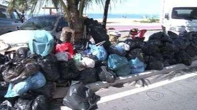 Após 4 dias de greve, lixo fica acumulado nas ruas de cidades do ES - Moradores reclamam do mau cheiro.