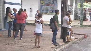 Pontos de ônibus não apresentam estrutura apropriada para usuários em Macapá - O Bom Dia Amazônia fala agora sobre um problema que atinge centenas de usuários do transporte coletivo, em Macapá: a falta de estrutura nos abrigos. E não o é só isso não. Em muitos locais as pessoas são obrigadas a aguardar no sol ou na chuva.