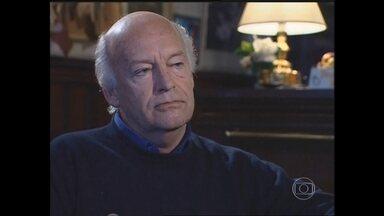 """Escritor e jornalista Eduardo Galeano morre aos 74 anos em Montevidéu - Uma de suas mais importantes obras é """"As Veias Abertas da América Latina"""". Grande fã de futebol, foi autor de mais de 30 anos e sonhava em ser jogador."""