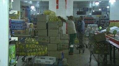 Duas pessoas são presas em apreensão de suposta carga roubada em Jardinópolis, SP - Produtos apreendidos estavam em dois supermercados da família do principal suspeito.