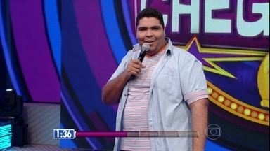 Paulo Vieira, estudante de Jornalismo, se apresenta no 'Quem Chega Lá?' - Performance surpreendeu a galera