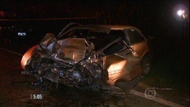 Oito pessoas morrem em acidente entre três carros no PR - O acidente que aconteceu entre as cidades de Ibiporã e Sertanópolis.