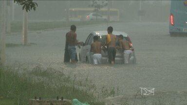 Temporal alaga ruas e avenidas de São Luís - Forte chuva atingiu a capital maranhense neste domingo (19). Temporal durou cerca de duas horas.