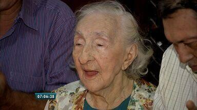 Aposentada celebra 106 anos no CE: 'Segredo da longevidade é o amor' - Aniversariante dona Rita teve 10 filhos, 21 netos e 17 bisnetos.