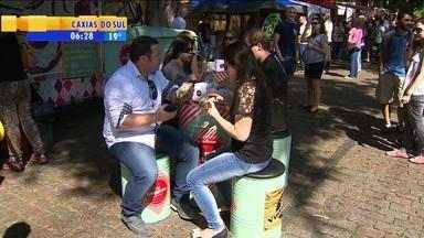 Rua da República é palco de festival de food trucks em Porto Alegre - Até pratos gourmet são oferecidos em restaures sobre rodas.