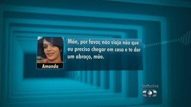 """Dançarina enviou mensagem à mãe pedindo abraço horas antes da morte - A dançarina de funk Amanda Bueno, 29 anos, que foi morta na casa em que morava, no Rio de Janeiro, enviou mensagens para a mãe horas antes do crime, na última quinta-feira (16), dizendo que iria voltar para Anápolis, a 55 km de Goiânia. """"Mãe, por favor, não viaja que eu preciso chegar em casa e te dar um abraço"""", disse a dançarina em uma mensagem de voz enviada por um aplicativo de celular."""