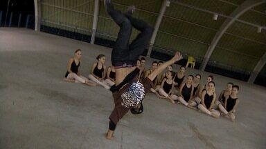 Brake de SJC pra norueguês ver - Dois Bboys de São José dos Campos vão pra Noruega representar o Brasil numa competição de Brake Dance. E para isso, Jonas Almeida, foi fortalecê-los com uma arma secreta: a mistura de estilos.