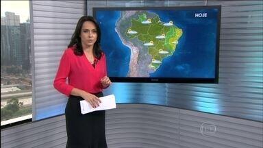 Veja a previsão do tempo para todo o Brasil nesta terça-feira (21) - Há previsão de mais temporais, com chuvas fortes e rajadas de vento , que podem chegar a 90km/h, no norte do Rio Grande do Sul, centro-oeste de Santa Catarina, Paraná e sul de São Paulo. Brasília amanhece com chuva em pleno aniversário.