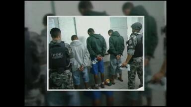 Três homens são presos por porte ilegal de armas - Eles também portavam entorpecentes.