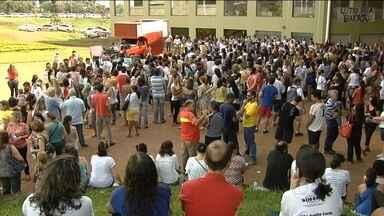 Protesto de professores municipais termina em confronto em Goiânia - O Sindicato dos Servidores acusou a Guarda Municipal de ter agredido os manifestantes e anunciou que 17 professores ficaram feridos.