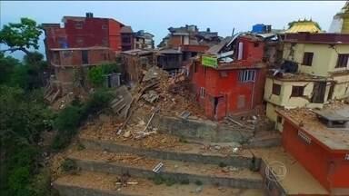 Número de mortos em terremoto no Nepal sobe para 4310 - O número de feridos já passa de oito mil. A ONU acredita que quase 1,5 milhão de pessoas precisa de água, comida e atendimento médico, principalmente, em lugares isolados.
