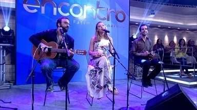 Banda do Mar canta 'Seja como for' no Encontro - Banda abre o programa animando a plateia