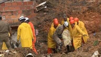 Sobe para 15 o número de mortos por conta da chuva forte em Salvador - Foi mais um dia de dor para os moradores da comunidade do Barro Branco, onde o deslizamento de um barranco na madrugada de desta segunda-feira (27) soterrou seis casas.