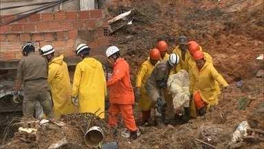 Salvador decreta situação de emergência em locais mais atingidos pela chuva - Depois de 15 mortos causados pelas chuvas, a Prefeitura de Salvador decretou na noite de terça-feira (28) situação de emergência nos locais mais atingidos.