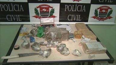 Homem é preso por tráfico de drogas em Franca, SP - Polícia Civil da cidade apreendeu cerca de cinco quilos de drogas na casa do suspeito.
